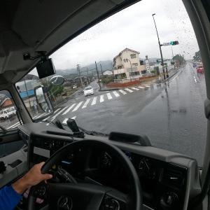 トラック運転手のブログ 雨の運行は疲れます