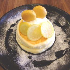 【高倉町珈琲】人気メニューのレモンクリームリコッタパンケーキは期間限定