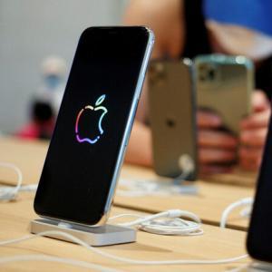 アイフォーン新機種、10月発売 米アップル、前年より遅れ