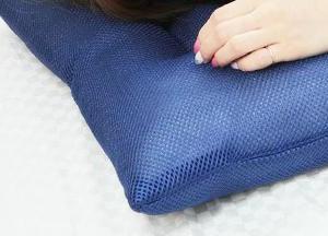 セロトニンを頭に寄生させて 覚えたら去れ 安眠できる枕は 静電気を除去 青い色うみ色をカバーする