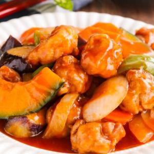 こま切れ肉で作る♪揚げない彩り夏野菜の酢豚レシピ