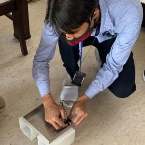 インドで照明を直してくれたイケメン