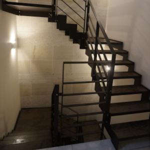 迷っていること 階段のアイアン手すり
