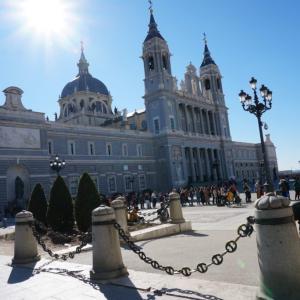 隠された聖母像と豪華な内装! マドリード アルムデナ大聖堂