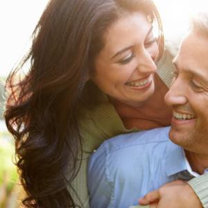 【恋愛指導事例】50代男性が職場の部下で新入社員の20代女性に恋をしてアプローチした方法