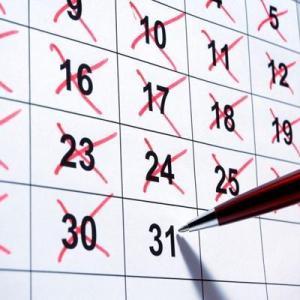 明日のことを心配するくらいなら、今日するべきことをすれば? What to do today, rather than worry about tomorrow? 今天要做什么,而不用担心明天?