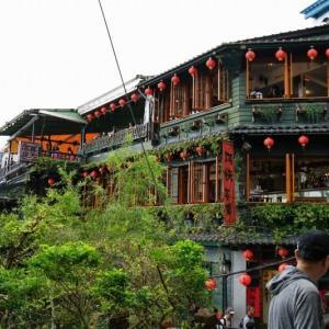 台湾の建物と日本の高校生