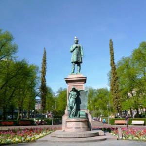 欧州には人の像が多い