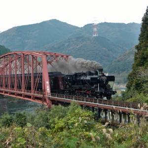 球磨川第二橋梁を渡るSL人吉