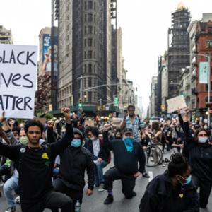 アメリカ全土の抗議デモ、各地で暴徒化