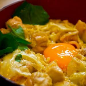 【レシピ・カロリー付き】ニラとひき肉のピリ辛丼・塩だれレタス・味噌汁【今日の献立32】
