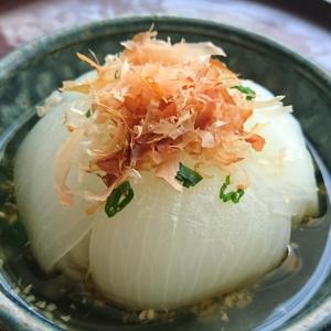 新玉ねぎの丸ごと煮 (かつおだし)~新玉ねぎ ダヨ~