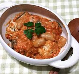 ❥ミートボールと豆のトマトクリーム煮~ナツメグ&メース~