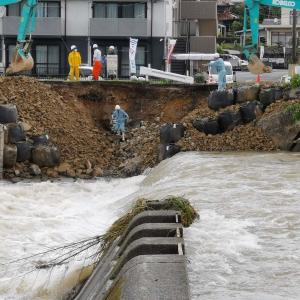 山口市の仁保川、堤防や道路、ガードレールが壊れてた(; ・`д・´)