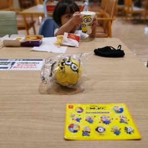 ミニオンがマクドナルドにやってきた☆おもちゃの種類が多すぎて全部集めるのは無理(*_*;