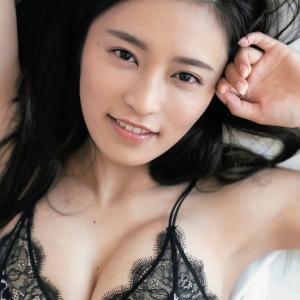 【衝撃】小島瑠璃子、色気溢れる美バストに釘付け!!!!!