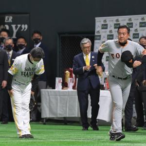 試合が終わり挨拶を交わす巨人・原監督とソフトバンク・工藤監督wwwwwwww
