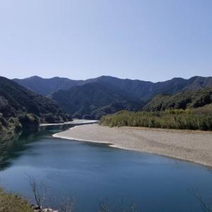 四万十川の魅力はくねくね曲がる蛇行のおかげ?