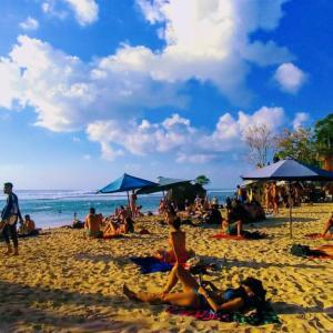 祝 バリ島のパダンパダン、チャングービーチが外国人を対象に限定して再開される