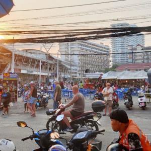 パンデミックに伴う観光産業の停止以来、パタヤの人口が30万人減少する。