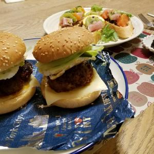 胃全摘の私にウチの奥さんが作ってくれた料理をひたすら振り返ります。~『牛肉ステーキ』『アボカド月見味噌バーガー』『ベルーナプラッテ』『醤油鍋~〆チーズリゾット』など