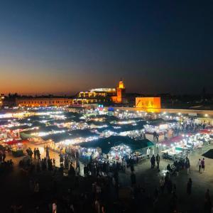 フナ広場を一望できるカフェで夕暮れを見る!