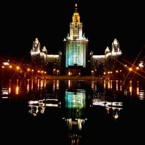夕暮れのクレムリンとモスクワ大学の夜景!