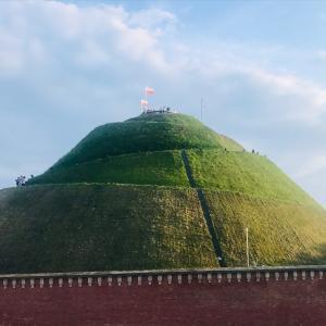 円錐形の変わったモニュメント・コシチュシコ山!
