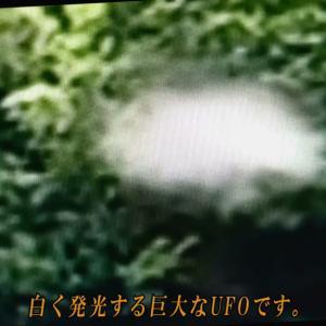 ☆湖の上を高速で飛行する白く発光する巨大なUFO。(Vol.69)
