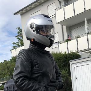 BMWのバイクに乗る