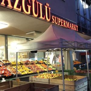 ドイツのトルコスーパーで、カブと日本のお菓子を発見!?
