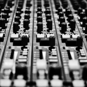 北海道内各地のご当地ソングを制作されてる札幌のバンド「ハンバーガーボーイズ」、江別市内のラーメン屋に来店、江別でレコーディング中!?