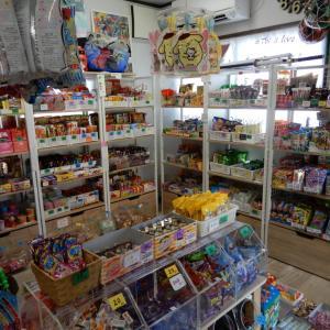 「駄菓子屋ミル」、昔懐かしの駄菓子、鬼滅の刃など最新グッズも販売【江別市】