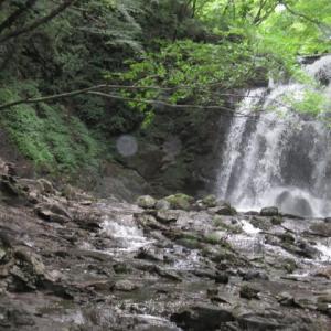北軽井沢のチロル風の赤い三角屋根の貸し別荘 滝