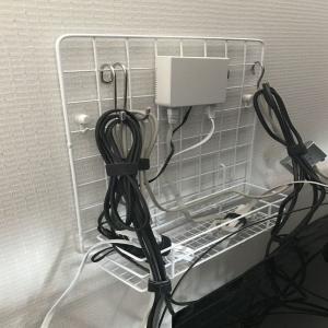 100均グッズでテレビ裏の配線収納を工夫する