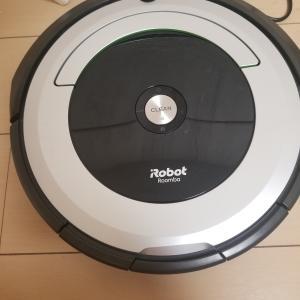 【掃除ロボット ルンバ】は一人暮らしに必要?意外なメリットも?外出中に自動で部屋がピカピカに!