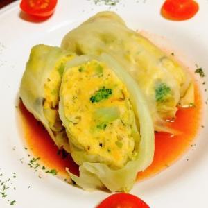 たっぷり野菜とチキンのヘルシーロールキャベツ~トマトコンソメ仕立て~