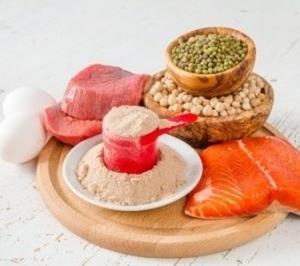 食事だけで必要なタンパク質を摂るのは…こんなに大変