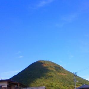 讃岐富士 雲 今朝の古民家の庭