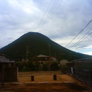 讃岐富士 古民家の庭から