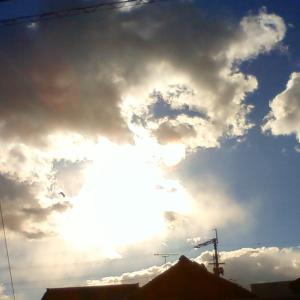 今日は世界気象の日 雨でも雲の向こうにお日様が