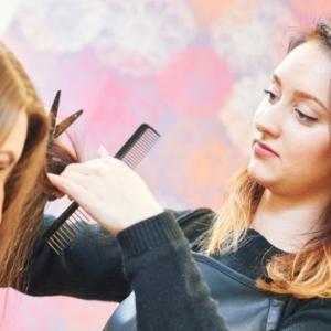 女性がガラッと髪型を変えるとき!