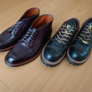 ごつい革靴。