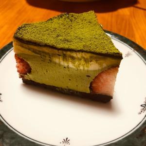 苺と抹茶のレアチーズケーキ