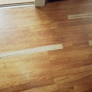 騒音トラブルで床工事。