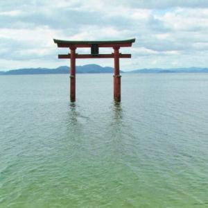 湖に浮かぶ大鳥居@白髭神社