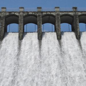 千苅ダムの放流