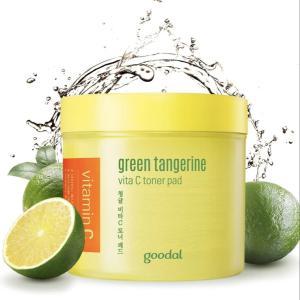 シミを消すと人気。Green Tangerine Vita C Toner Pad使い方
