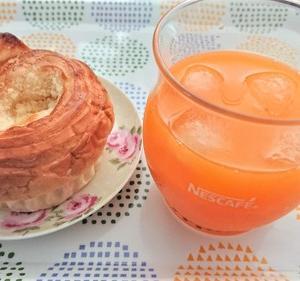 とある日のおウチモーニングは♡パントーネ♡のパン~♪ ꒰ღ˘◡˘ற꒱✯*・