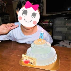 地味すぎるケーキで8歳のお誕生日おめでとう~♪(*^^)v